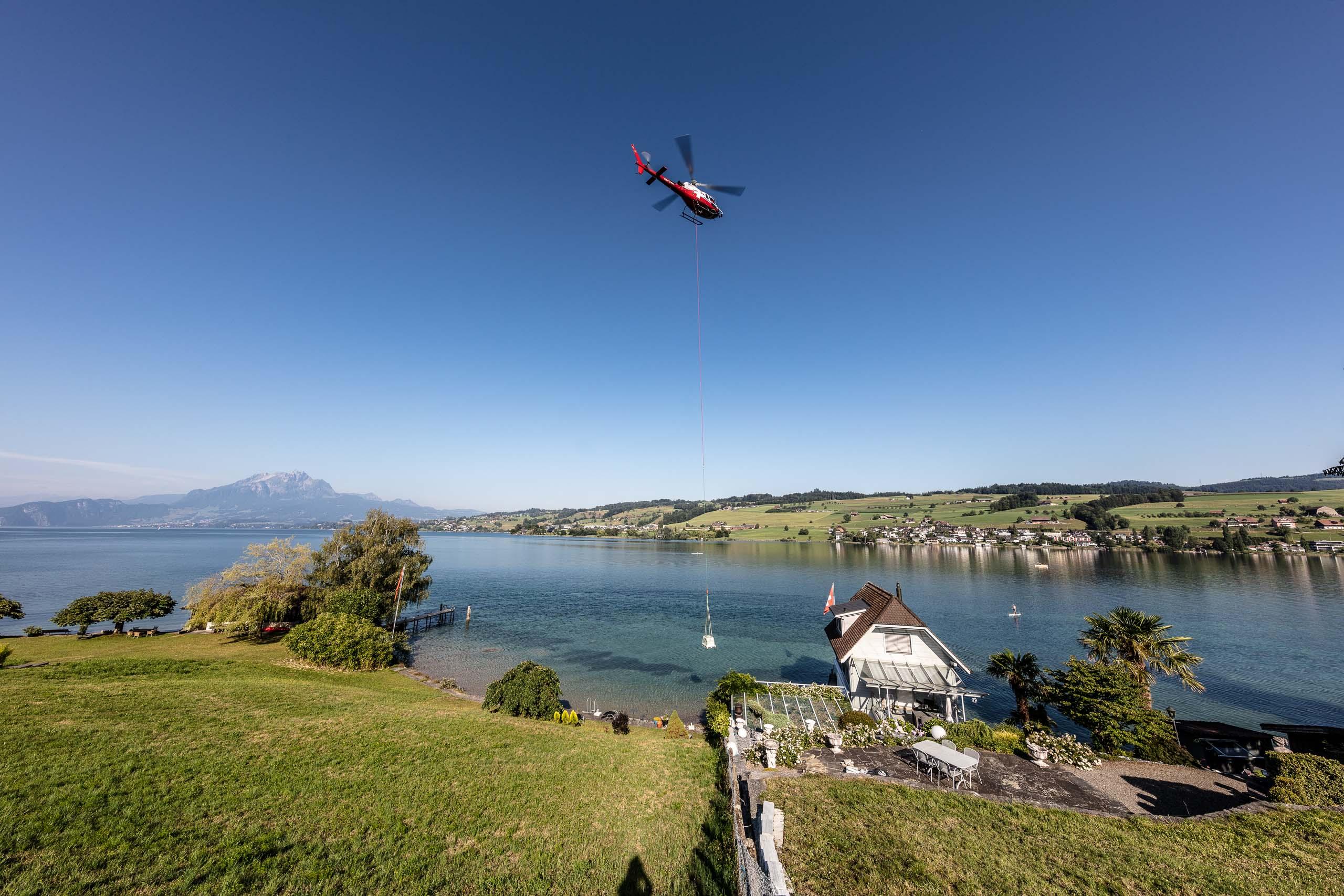 Helikopterflug_Transport_Schweiz_Badrutt